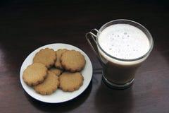 Koffie Latte en koekjes stock foto