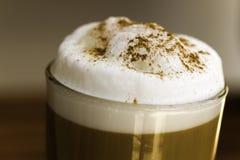 Koffie Latte Macchiato in een glas royalty-vrije stock fotografie