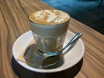 Koffie Latte met latteart. stock foto