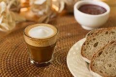 Koffie, melk en brood Royalty-vrije Stock Foto