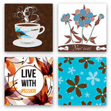Koffie met bloemen wordt geplaatst die Stock Afbeelding