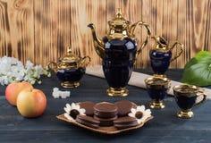 Koffie met cakes en appelen Royalty-vrije Stock Afbeeldingen