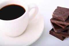 Koffie met chocolade dichte omhooggaand Royalty-vrije Stock Foto's