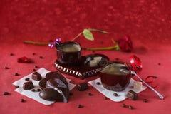 Koffie met chocolade voor uw geliefd op de Dag van Valentine ` s stock afbeelding