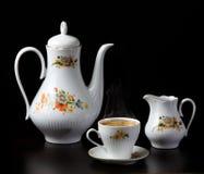 Koffie met een theepot en een melkpot stock foto's