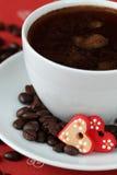 Koffie met harten en koffie-bonen Royalty-vrije Stock Foto
