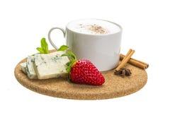 Koffie met kaas en aardbei Stock Afbeeldingen