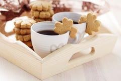Koffie met koekje stock foto's