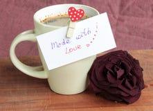 Koffie met liefde wordt gemaakt die Royalty-vrije Stock Afbeeldingen