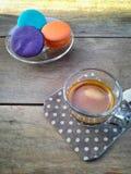 Koffie met macaron Stock Foto's