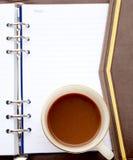 Koffie met notitieboekje Royalty-vrije Stock Afbeeldingen