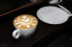 Koffie met tekening Koffieschuim Stock Fotografie