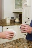 Koffie in moderne keuken Stock Afbeeldingen