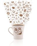 Koffie-mok met hand getrokken media pictogrammen Stock Foto