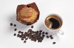 Koffie, muffin en bonen stock fotografie