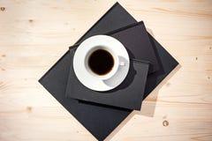 Koffie op blocnotes stock fotografie