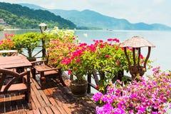 Koffie op de veranda in het visserijdorp Royalty-vrije Stock Afbeelding