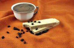Koffie op de wafeltjes Stock Fotografie