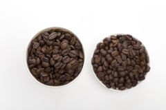 Koffie op de witte achtergrond Stock Fotografie