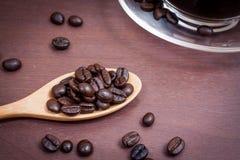 Koffie op grunge houten achtergrond Royalty-vrije Stock Afbeeldingen