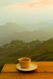 Koffie op heuvel stock fotografie