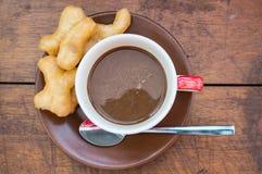 Koffie op Houten Lijst Royalty-vrije Stock Afbeelding