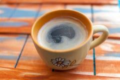 Koffie op houten panelen Stock Afbeeldingen