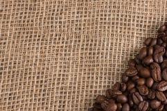Koffie op stoffenachtergrond Stock Afbeelding