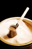 Koffie op zand Stock Foto