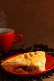 Koffie rood kop en paddestoelbladerdeeg Royalty-vrije Stock Foto's