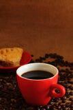 Koffie rood kop en paddestoelbladerdeeg Royalty-vrije Stock Afbeelding