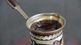 Koffie in Turku wordt gebrouwen dat stock videobeelden