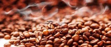 Koffieachtergrond met bonen, Koffie het roosteren Royalty-vrije Stock Foto's