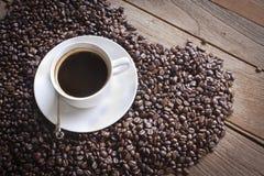 Koffiebeans&coffee royalty-vrije stock afbeeldingen