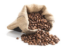 Koffiebonen in bruine zak. royalty-vrije stock afbeeldingen