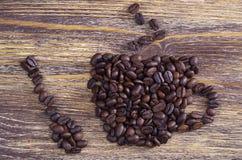 Koffiebonen in de vorm van kop stock afbeeldingen