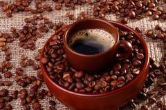 Koffiebonen in een kop Royalty-vrije Stock Fotografie