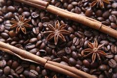 Koffiebonen en species Stock Afbeelding