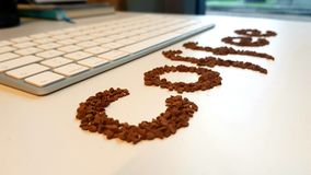 Koffiebonen en toetsenbord Stock Afbeeldingen
