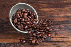 Koffiebonen in kom royalty-vrije stock fotografie