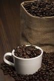 Koffiebonen in kop Royalty-vrije Stock Afbeelding