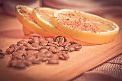Koffiebonen met citroen Royalty-vrije Stock Foto
