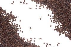 Koffiebonen op een wit worden geïsoleerd dat Stock Fotografie