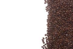 Koffiebonen op een wit worden geïsoleerd dat Royalty-vrije Stock Foto's