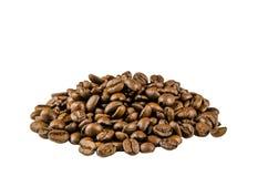 Koffiebonen, op geïsoleerd worden verspreid die Stock Afbeeldingen