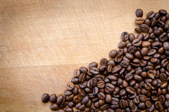Koffiebonen op hout Royalty-vrije Stock Afbeelding