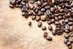 Koffieboon op het hout Stock Afbeelding