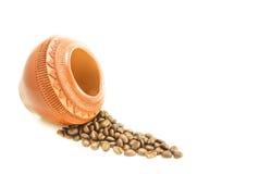Koffieboon op witte achtergrond wordt geïsoleerd die Royalty-vrije Stock Foto