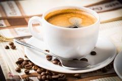 Koffiekop en bonen Stock Fotografie