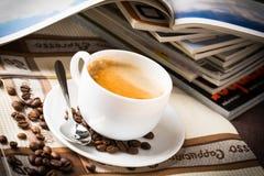 Koffiekop en bonen. Royalty-vrije Stock Afbeeldingen